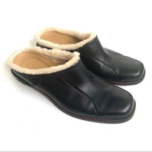 UGG BLACK LEATHER LANGFORD SHEARLING MULES CLOGS